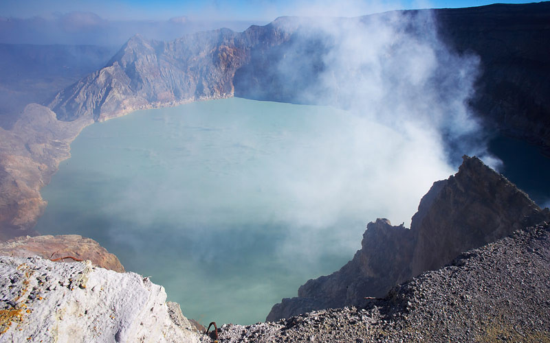 The view from the highest point of the crater rim.  It looked none to stable, so I took a quick photo and quickly retreated.  A bath in the acid lake below would have been a nasty way to go.